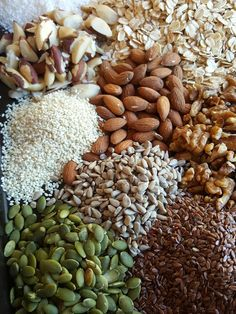 The key to a good homemade toasted muesli (granola) is starting with fresh ingredients. Buy nuts, seeds and wheatgerm fresh, adding your favourites. Healthy Breakfast Recipes, Healthy Drinks, Healthy Cooking, Healthy Recipes, Healthy Food, Breakfast Ideas, Healthy Meals, Healthy Eating, Healthy Dieting