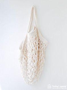 코바늘 네트백 같이 떠볼까요.며칠 전 공유했던 무지 st. 자작 코바늘 네트백 도안. 보시고 잘 떠보겠다고 ... Filet Crochet, Diy Crochet, Crochet Crafts, Crochet Top, Diy Net Bags, Crochet Market Bag, Knitted Bags, Free Pattern, Crochet Patterns