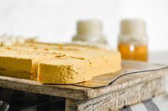 Bierglas-Torte - Rezept von Backen.de Cornbread, Feta, Dairy, Cheese, Ethnic Recipes, Bakken, Best Birthday Cakes, Food Food, Ideas