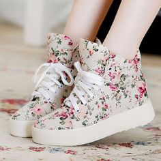shoes sneakers high tops floral flowers vintage retro cute girly girl teenagers high top sneakers plateau floral shoes sweet sweet shoes cute shoes dress skirt t-shirt shirt trainers trainers chic chic beautiful amazing shoes vans style fashion floral Moda Sneakers, Cute Sneakers, Sneakers Mode, Sneakers Fashion, High Top Sneakers, Fashion Shoes, Shoes Sneakers, Style Fashion, Canvas Sneakers