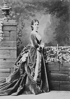 Maria Feodorovna poses without Nicholas wearing a magnificent first bustle period dress. Maria Feodorovna, 1870s Fashion, Victorian Fashion, Victorian Dresses, Vintage Photographs, Vintage Photos, Tsar Nicolas Ii, Imperial Russia, Russian Fashion
