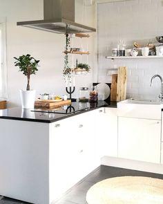 Keittiön rento ilme yhdistelee modernia ja maalaismaista tyyliä