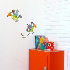 Avec le sticker enfant Les perroquets, les murs de la chambre vont faire parler ! En voilà des p'tits cocos sympas !
