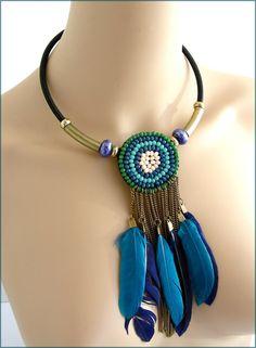 Collier-plastron- Bleu/Turquoise, façon Dreamcatcher - Perles Cristal et pampilles plumes : Collier par ladyplazza