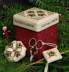 The Victoria Sampler Beautiful Finishing cross stitch Étui Christmas Sewing, Christmas Cross, Cross Stitch Designs, Cross Stitch Patterns, Stitch Box, Sewing Box, Sewing Kits, Sewing Ideas, Blackbird Designs