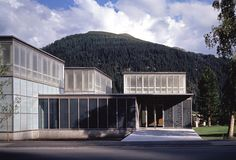 Annette Gigon y Mike Guyer, Museo Kirchner, Davos. Davos, Contemporary Architecture, Architecture Design, Gigon Guyer, Exhibition Building, Museum Art Gallery, Interior Exterior, Skylight, Mansions