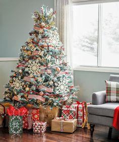 Cozy Farmhouse Style Christmas Tree. Christmas decor inspiration. Plaid Christmas #ChristmasDecor