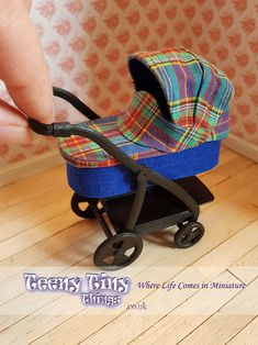 Modern miniature dollhouse pram in scale created by Teeny Tiny Things. Miniature Crafts, Miniature Dollhouse, Diy Dollhouse, Small Baby Dolls, Tiny Dolls, Doll Furniture, Dollhouse Furniture, Just Miniatures, Baby Doll Strollers