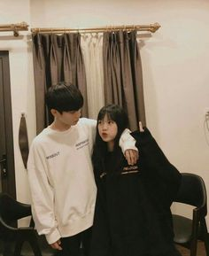 Couple Ulzzang, Korean Boys Ulzzang, Ulzzang Girl, Korean Best Friends, Boy And Girl Best Friends, Foto Best Friend, Japonese Girl, Sister Poses, Cute Couple Outfits