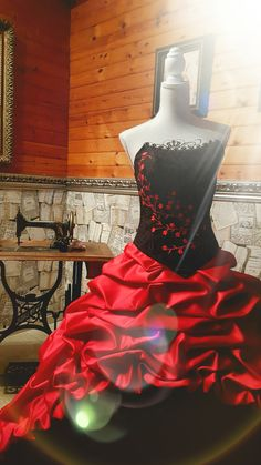 aa9d2c04157a65 Extraordinary Black-Red- Weddinggown By Lucardis Feist