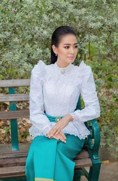 Myanmar Traditional Dress, Thai Traditional Dress, Traditional Outfits, Thai Wedding Dress, Khmer Wedding, Classy Wear, Thai Fashion, Thai Dress, Fashion Gallery