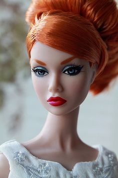 Poppy Parker this Barbie doll reminds me of Donna from the show suits Barbie Hair, Doll Hair, Barbie Clothes, Fashion Royalty Dolls, Fashion Dolls, Porcelain Dolls Value, Fine Porcelain, Poppy Doll, Beautiful Barbie Dolls