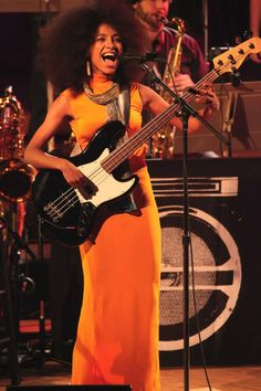 Esperanza Spalding in Eco-Fashionable Orange Dream dress playing guitar Jazz Artists, Jazz Musicians, Esperanza Spalding, Women Of Rock, Guitar Girl, Female Guitarist, Rock N Roll Music, Smooth Jazz, Jazz Blues
