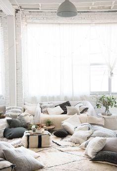 Un interior Boho Chic de colores neutros que se ve muy lindo! El boho tambien puede ser chic :)