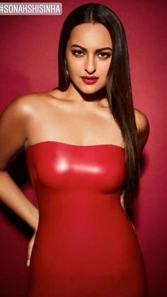 Sonakshi Sinha looking gorgeous 💕 Indian Actress Images, Indian Film Actress, Indian Actresses, Hottest Pic, Hottest Models, Hottest Photos, Anushka Sharma, Priyanka Chopra, Bollywood Girls