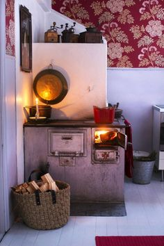 Home Decoration Apartments Old stove Cheap Wall Decor, Cheap Home Decor, Home Decor Items, Country Interior, Home Interior, Interior Design, Old Stove, Scandinavian Home, Entryway Decor