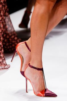 Carolina Herrera Spring 2014 RTW - Details - Fashion Week - Runway, Fashion Shows and Collections - Vogue Stilettos, Stiletto Heels, High Heels, Pumps, Pretty Shoes, Beautiful Shoes, Fashion Mode, Fashion Shoes, Runway Fashion