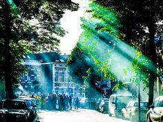 NAC-supporters kwamen Robert Maaskant voor z'n huis in Breda bedanken met gezang en vuurwerk.