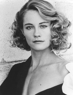 There is no denying Cybill Shepherd's attractiveness. She is an absolutely beautiful blonde with a smoldering intelligence that makes her gaze unavoidable, especially to men. Cybill Shepherd, Divas, Stunningly Beautiful, Most Beautiful Women, Beautiful Celebrities, Beautiful Actresses, Hollywood Scenes, Classic Hollywood, Foto Top