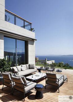 """Villa in Mandarin Oriental"" Bodrum : Modern Balkon, Veranda & Teras Hakan Helvacıoğlu / H2C"
