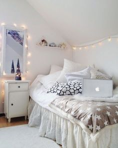 new Ideas for bedroom goals dream rooms cozy string lights Cozy Bedroom, Trendy Bedroom, Bedroom Inspo, Bedroom Decor, Bedroom Rustic, Bedroom Apartment, Bedroom Small, Bedroom Romantic, Bedroom Plants