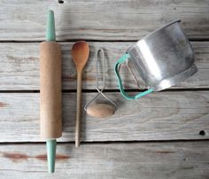 add aqua/mint to kitchenalia - like this! looks very vintage...#peacock #londondesignweek #2014trend