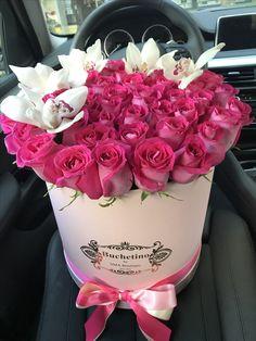 Comanda cutii cu trandafiri Buchetino! 🌐 www.buchetino.com ☎️ 0723949413