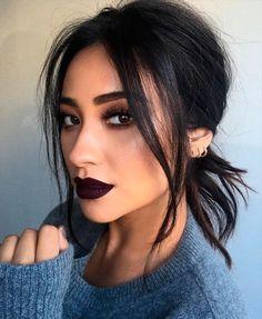 Make-up: dark lipstick shay mitchell celebrity face makeup fake eyelashes . - Make Up Beauty Make-up, Beauty Hacks, Hair Beauty, Beauty Tips, Beauty Products, Beauty Essentials, Makeup Products, Beauty Photos, Beauty Secrets