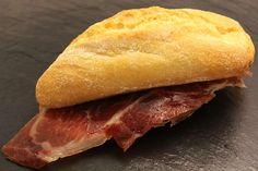 Pulga de jamón Ibérico con pan tumaca