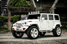 Jeep with white carbon fiber wrap.