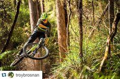 Soyez les tout premiers à découvrir le dernier épisode de la série #DestinationTrail où @troybrosnan et son #Stumpjumper Fsr 29 vous emmènent sur l'île de Tasmanie ! Toute la vidéo est sur notre page Facebook !  by specialized_fr