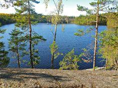 Sorlammen maisemat ja Pirunpesä-niminen luola ihastuttivat aurinkoisena päivänä. Mieli lepäsi. Sorlampi Nature trail Outdoorsfinland: View to lake Sorlampi