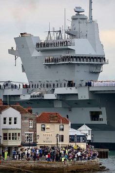 HMS Queen Elizabeth entering Portsmouth Harbor