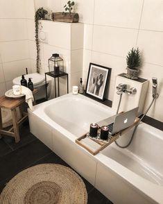 Boho chic bathroom with plants - computer stand for bath thub Bathroom Plants, Boho Bathroom, Chic Bathrooms, Simple Bathroom, White Bathroom, Modern Bathroom, Master Bathroom, Bathroom Ideas, Small Spa Bathroom