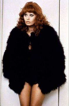 Sophia Loren Screen Siren Rose Effect Womens Vest