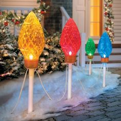 Create a charming display with the Peppermint Christmas Pathway Lights. These unique holiday pathway lights change color continuously to enthrall passersby.