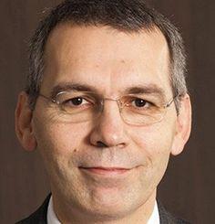 Jean-Pierre FINE, Secrétaire Général de l'UIMM, France, Economic Ideas 2014 Diplômé d'Economie appliquée (1984, Paris IX Dauphine) et de Ressources humaines (1987, Toulouse), il entre dès 1986 à l'UIMM comme responsable de la communication et des études économiques et sociales.