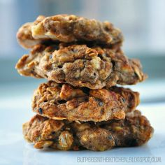 Easy Chai Spiced Banana Oat Cookies- 20 calories a cookie Healthy Oat Cookies, Banana Oat Cookies, Banana Oats, Healthy Baking, Healthy Desserts, Delicious Desserts, Yummy Food, Healthy Recipes, Oatmeal Cookies