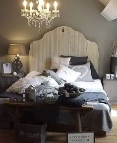 Ken could totally build this headboard. Bedroom Bed, Dream Bedroom, Master Bedroom, Bedroom Decor, Bedroom Ideas, Chula, Beautiful Bedrooms, Modern Bedroom, Room Inspiration