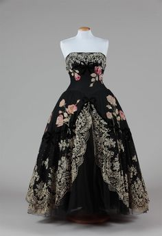 Evening dress, 1950's  From the Pitti Palace Costume Gallery  - See more at: http://fripperiesandfobs.tumblr.com/post/59796737009/evening-dress-1950s-from-the-pitti-palace#sthash.shkOirJq.dpuf