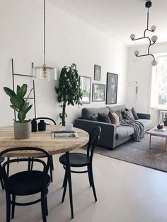 38 Cozy Black and White House Interior Design Apartment Interior, Room Interior, Home Interior Design, Home Living Room, Living Room Designs, Living Room Decor, Small Apartment Living, Small Apartment Design, Dining Room