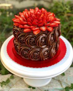 Chocolate cake decorating baking Ideas for 2019 Gateau Iga, Food Cakes, Cupcake Cakes, Cake Fondant, Sweets Cake, Baking Cupcakes, Strawberry Cakes, Strawberry Flower, Strawberry Cake Decorations
