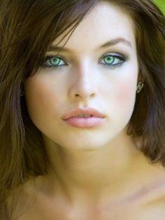 jak sobie poradzić z #opuchlizną #pod oczami ?  żel pod oczy ze świetlikiem powinien pomóc.  http://artelis.pl/artykuly/61037/Jak-sobie-poradzic-z-opuchlizna-pod-oczami