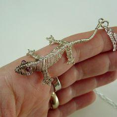 Amazing wire worked lizard by Pippi Jewelry