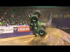 Monster Jam 2014 - Grave Digger Freestyle - Tries to jump and flips