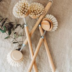 Swap your kitchen tools to a natural and sustainable alternative. There is no need for a dish brush, sponge or cloth to be made out of plastic. Next time you have to replace your kitchen accessories choose a natural and earth friendly alternative. Kitchen Tools, Kitchen Accessories, Alternative, Dish, Earth, Plastic, Natural, Diy Kitchen Appliances, Kitchen Gadgets