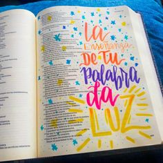 Bible journaling español #Biblejpurnaling #bibliadeapuntes #Devocional #creativo #dmancipeletters #lettering #caligrafía Daily Scripture, Scripture Art, Bible Art, Bible Verses, Cute Bibles, Bible Study Journal, Inspirational Phrases, Positive Words, Journaling