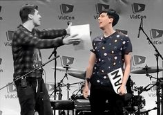 AAWWWWWWWW WITH THE GRAY AND THE COLOR WHEN HE HUGS HIM AND PHIL JUST LIGHTS UP DANS WORLD AND AWWWWWW I CANT