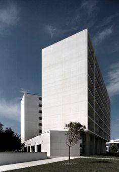 "Adalberto Dias | ""White Houses"" - housing complex, 2008 Oporto.  Photo Fernando Guerra"