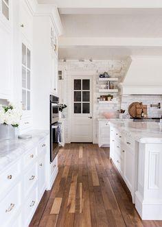 30 Popular Country Style Kitchen Decor Ideas - Home Bestiest Home Interior, Interior Design Kitchen, Kitchen Designs, Contemporary Interior Design, Interior Door, Luxury Interior, Interior Ideas, Style At Home, Kitchen Styling